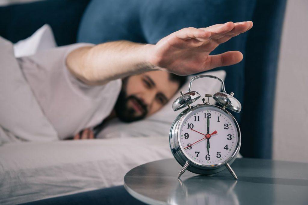 jak szybko się budzić